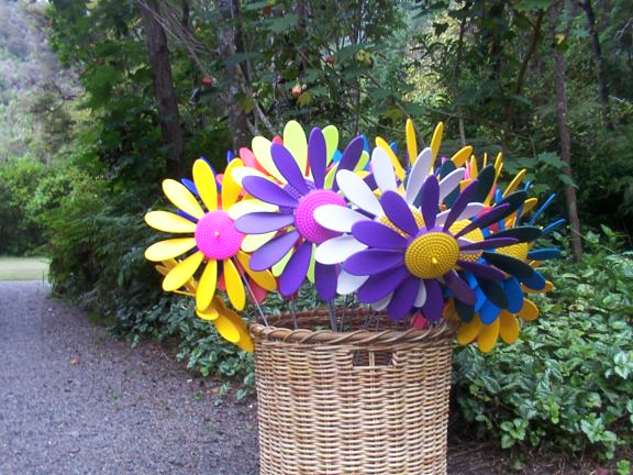 Basket of Happy Daisies - Spinning Happy Daisy